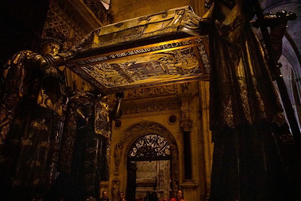 Саркофагът на великия откривател Христофор Колумб.