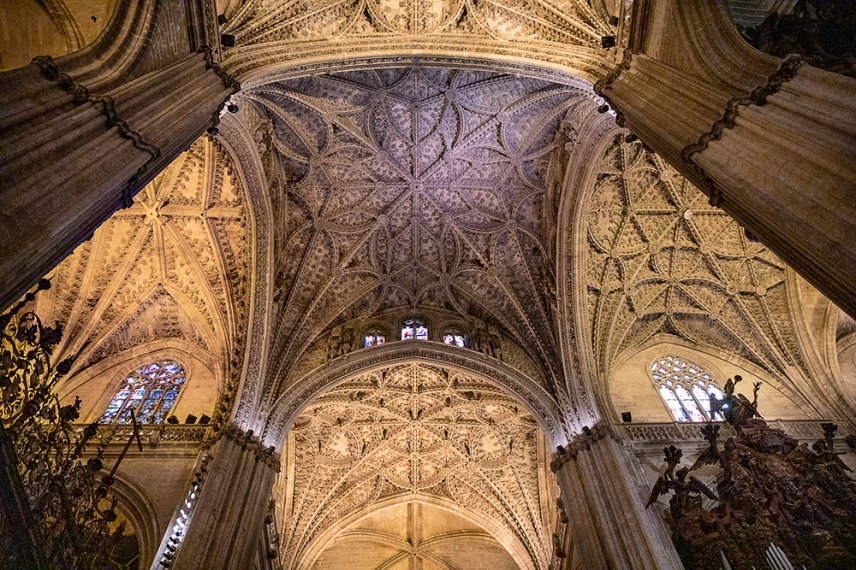 Интериорът на църквата е повече от впечатляващ.