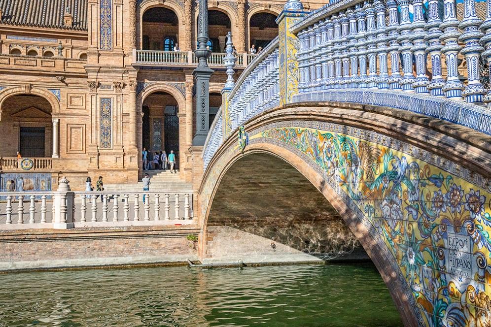 Изкуствения канал на площад Испания.