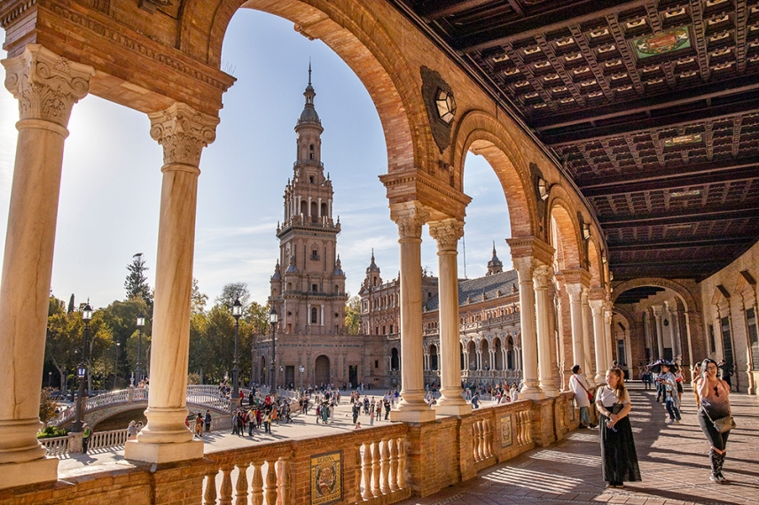 Една от кулите на площад Испания.
