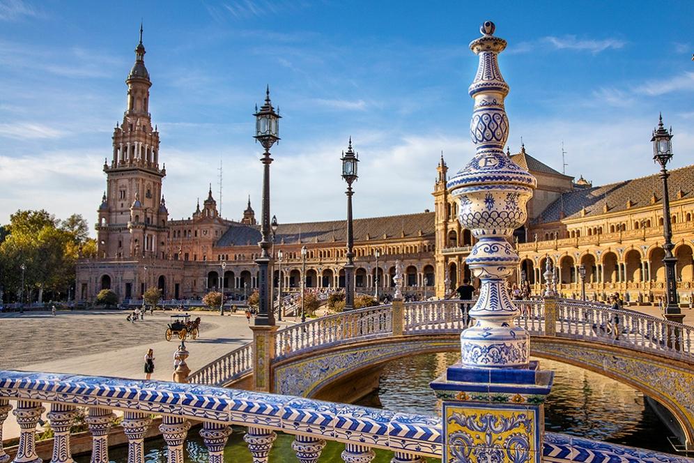Мостовете на канала на площад Испания.