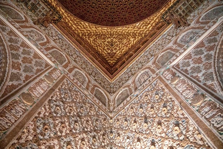 Богата декорация на Тронната зала.