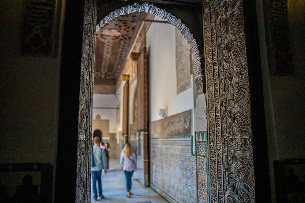 Красивата дърворезба на вратите в двореца Алказар.
