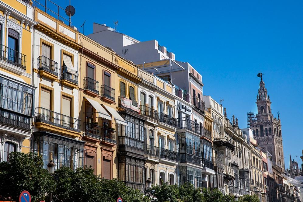 Сградите в центъра на Севиля и кулата Хиралда.
