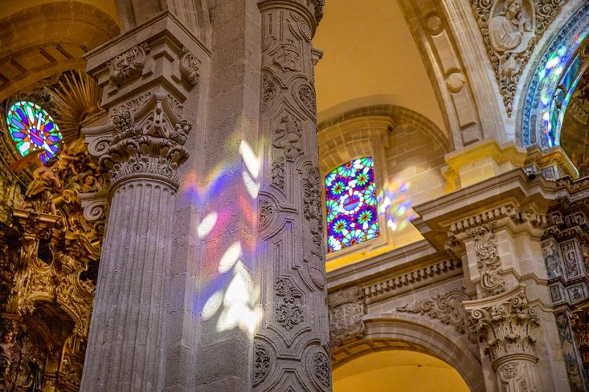 Детайли от интериора на църквата на Божествения Спасител.