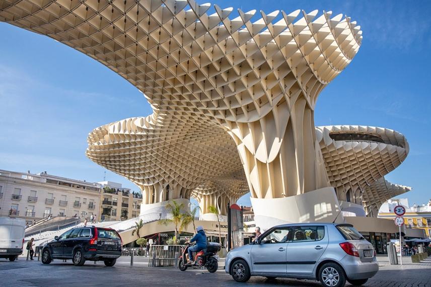 Метропол Парасол е най-голямата дървена структура в света.