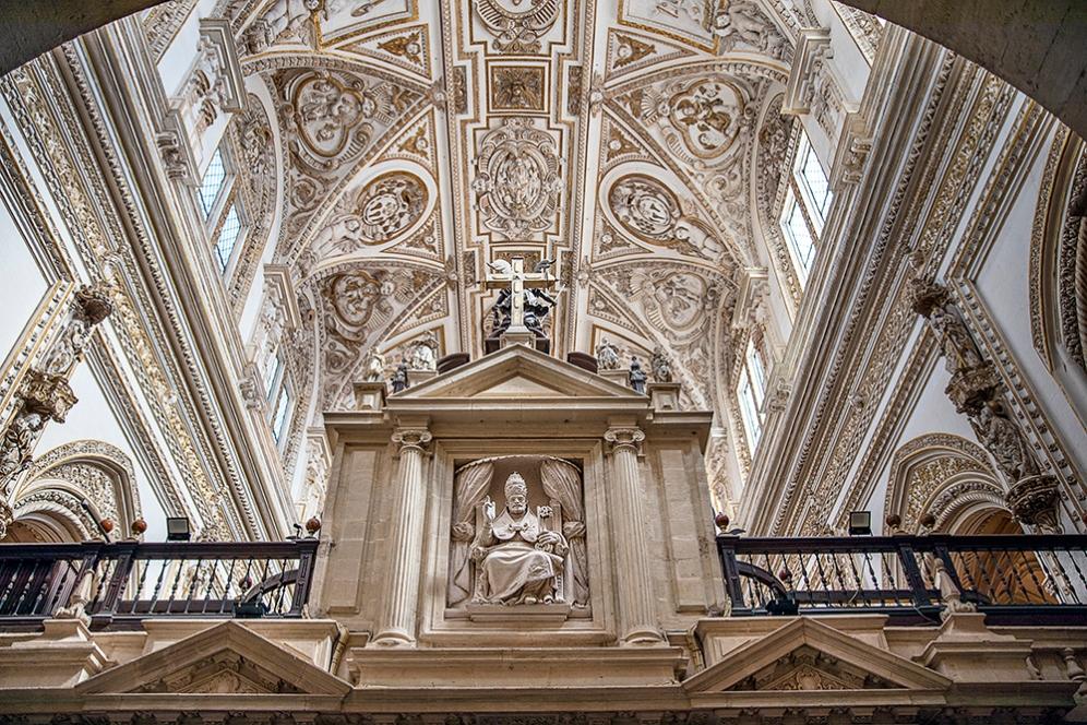 Таванът на катедралата Мескита.