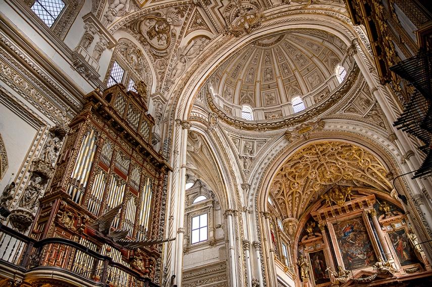 Органът в катедралата Мескита.