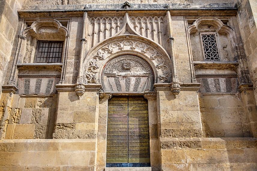 Фасадата на катедралата Мескита.