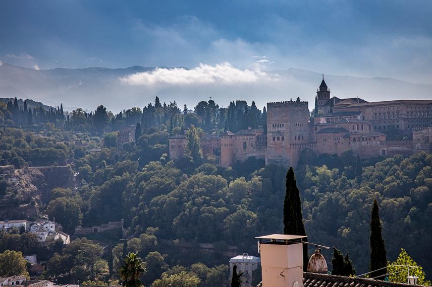 Гледката от терасата Св.Никола към Алхамбра.