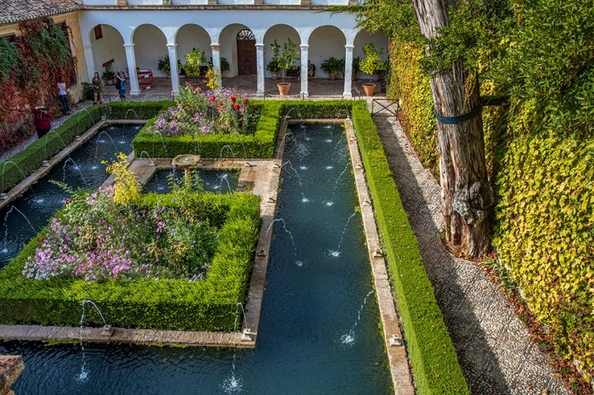 Градините на султана в двореца Хенералифе.