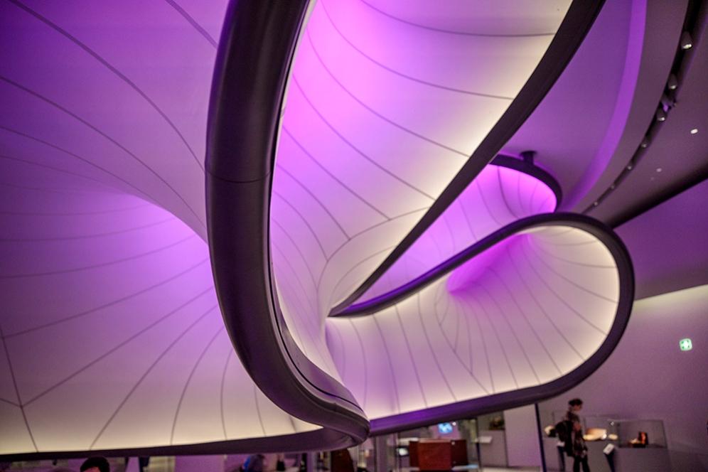 Структура представляваща въздушен поток около самолета на Handley Page в галерия Уинтън на музея на науката.