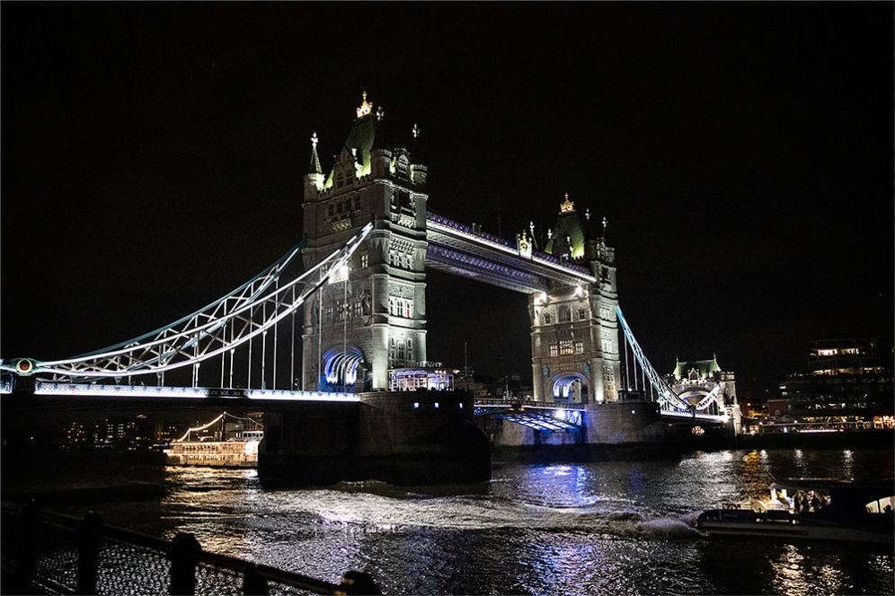 Мостът Тауър, една от емблемите на Лондон.