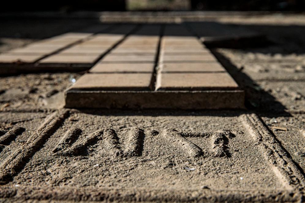 Оскъдните остатъци от подовата настилка на Царската гара. Февруари 2020.