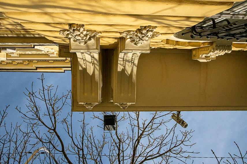 Детайли от фасадата на сграда на ул.Иван Вазов.