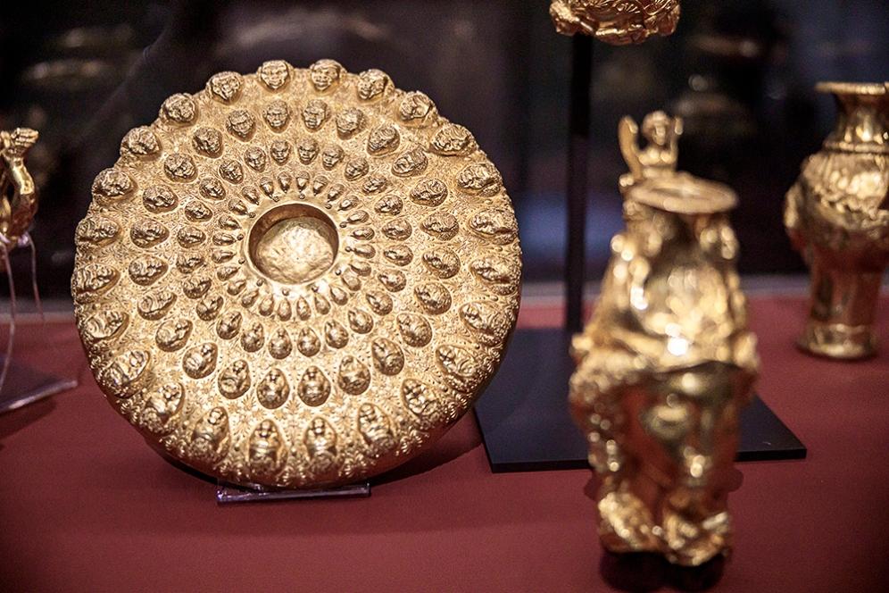 Фиала. Златото, от което е направена фиалата, се отличава по състав от това на ритоните.