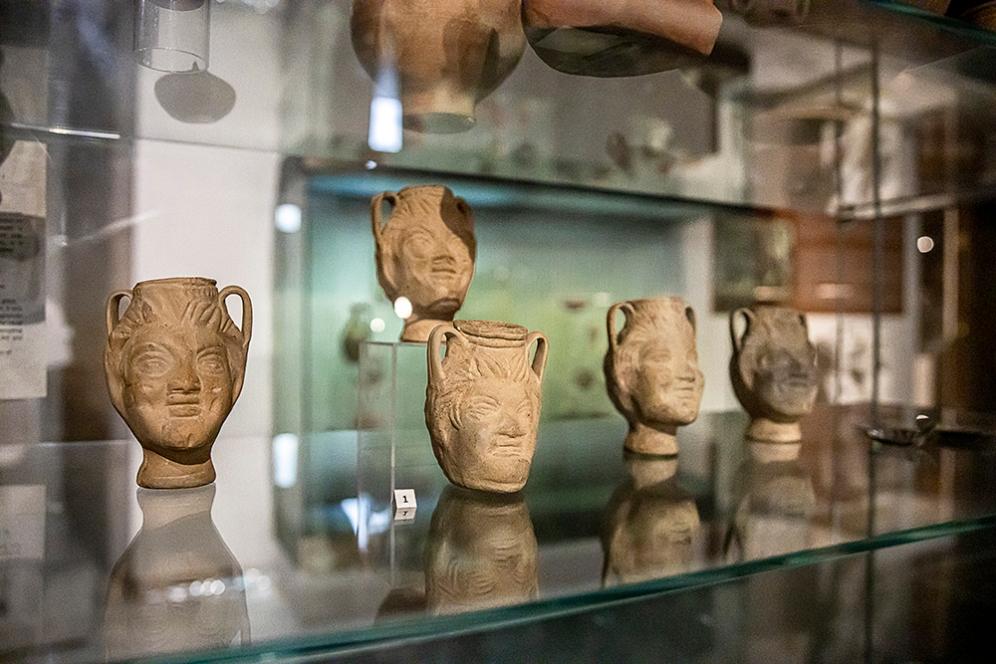 Ритуални съдове с формата на глава на Сатир, теракота, II-III век.