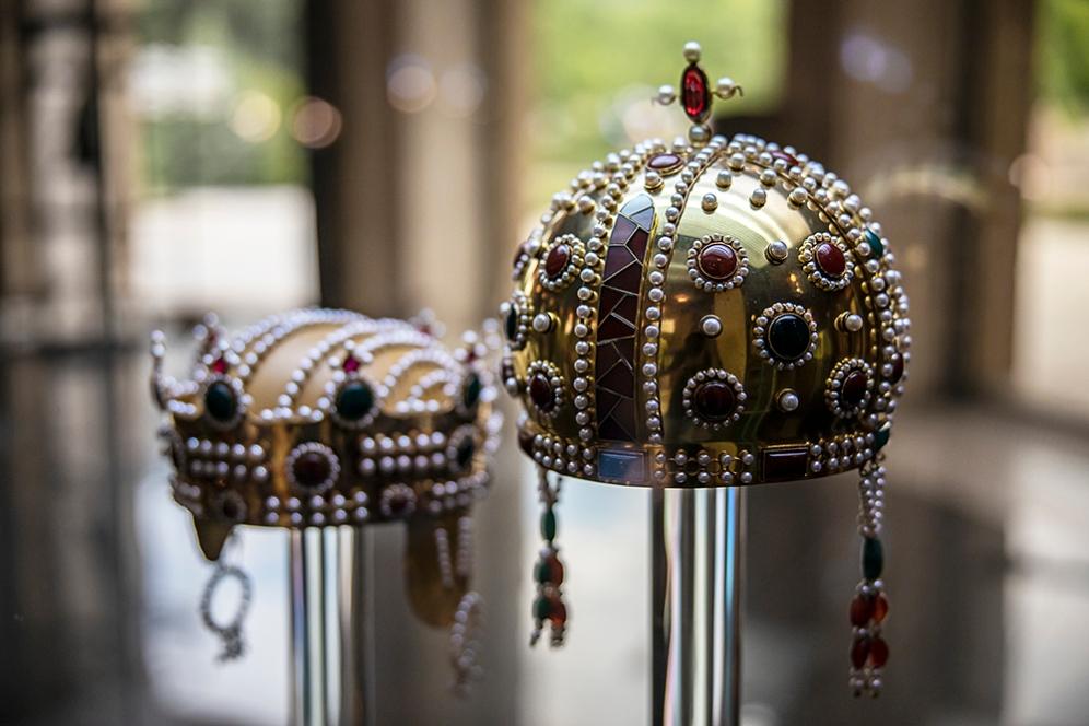 Възтановки на корони на владетели от Второто българско царство.