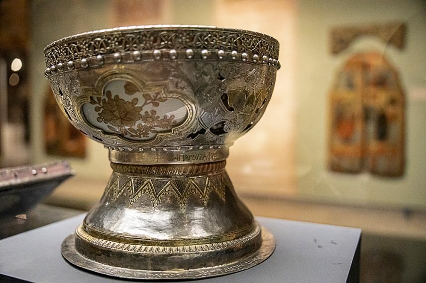 Фиала за водосвет. 1819 г. сребро, позлата, порцелан.