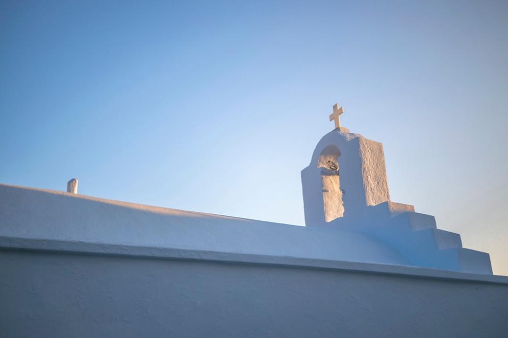 Белите църкви в Хора.