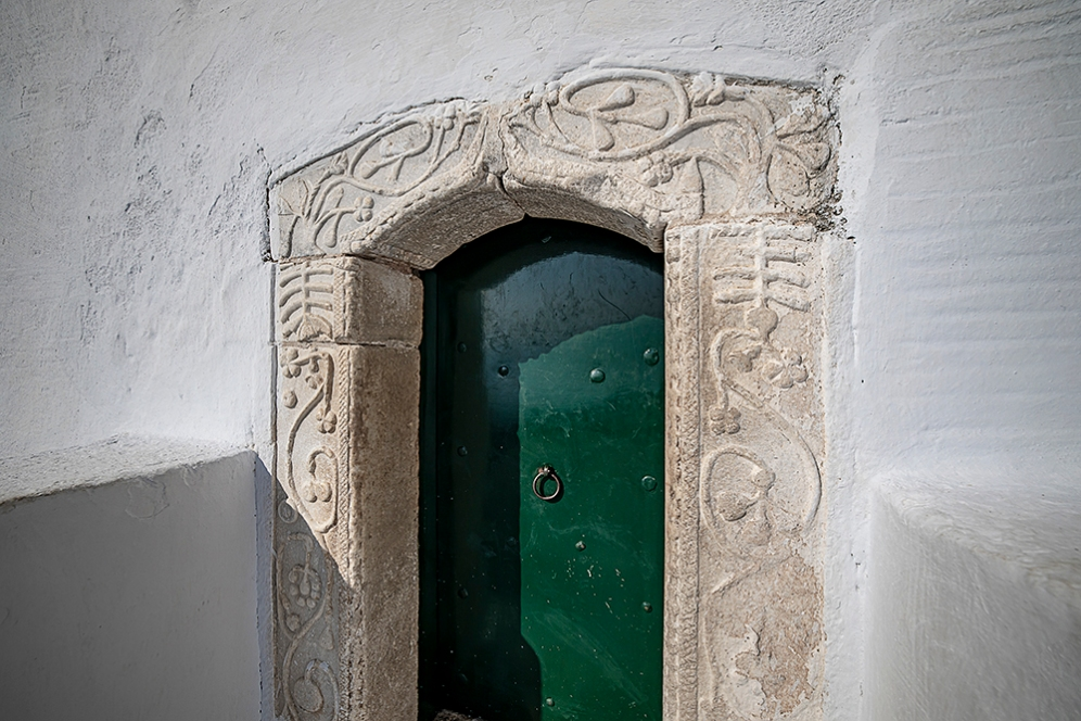 Вратата на светата обител е около 1,5м висока