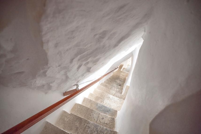 Стълбището в манастира.