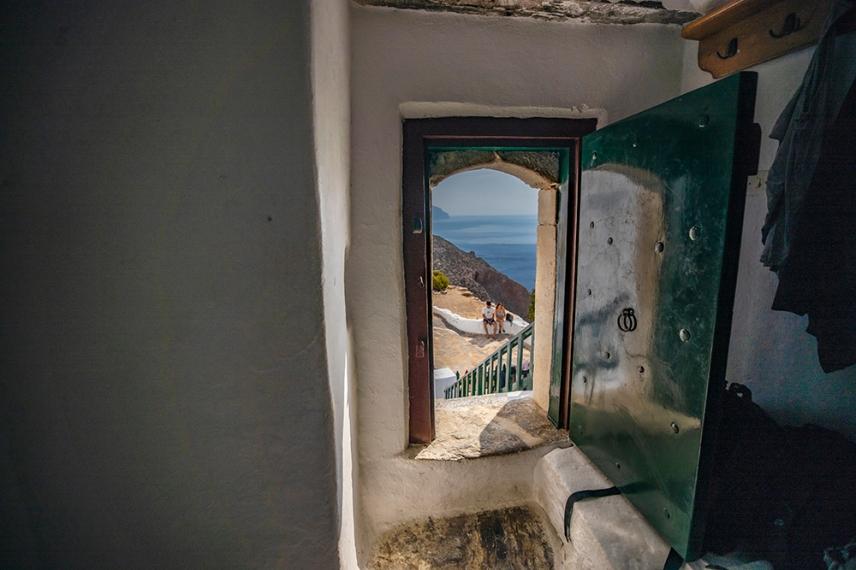 Вратата на манастира