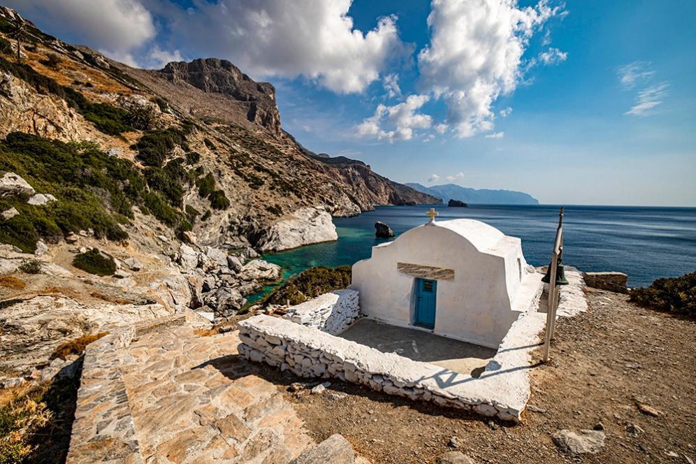 Църквата до плажа Агия Анна