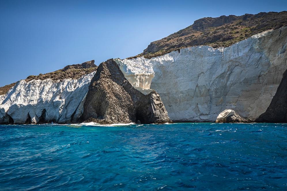 о.Милос в района на пещерата Сикя