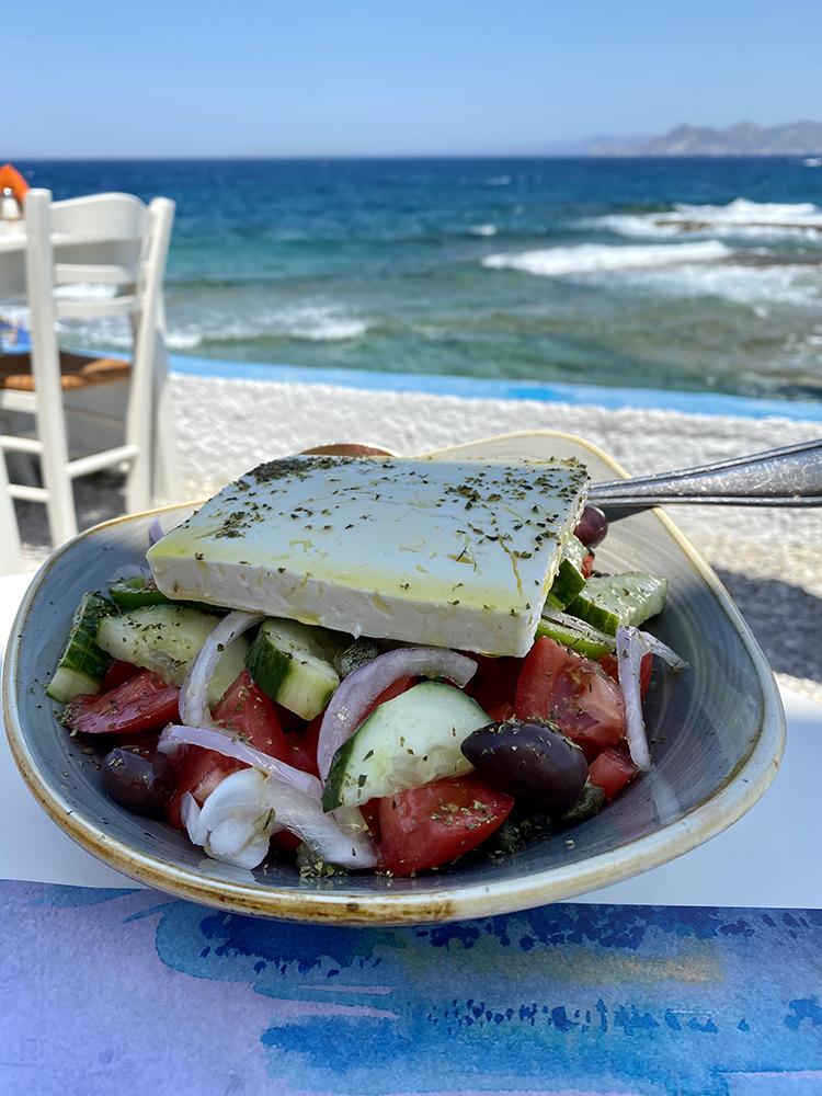 Гръцка салата в ресторант Медуза - Мандракия