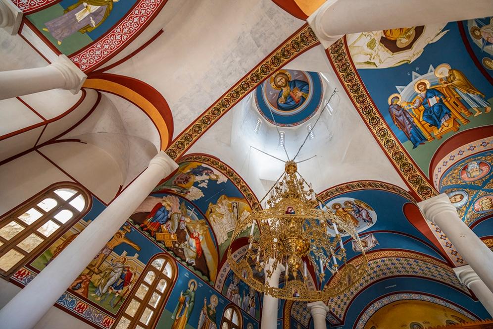 """Новата църква в скалния манастир """"Св. Димитър Басарбовски""""."""