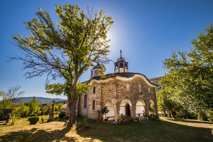 """Църквата """"Рождество Пресвета Богородица"""" в Старо Стефаново."""