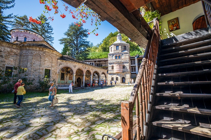 Южния двор в Троянския манастир.