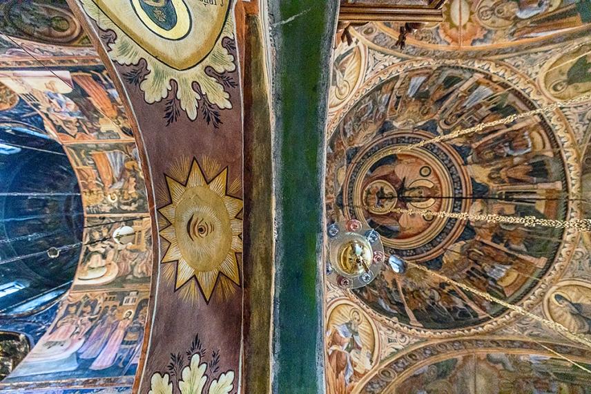 Главната църква със стенописите на Захари Зограф в Троянския манастир.