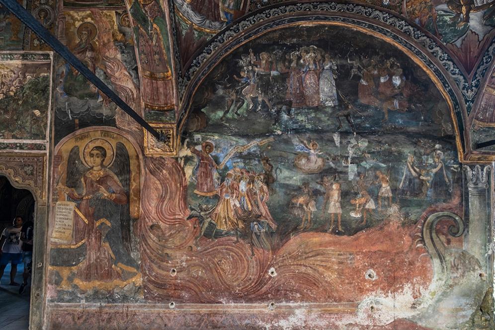 Църква на Троянския манастир отвън.