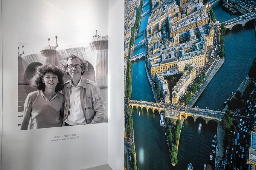 Финалните две фотографии от изложбата Кристо и Жан-Клод в Париж.