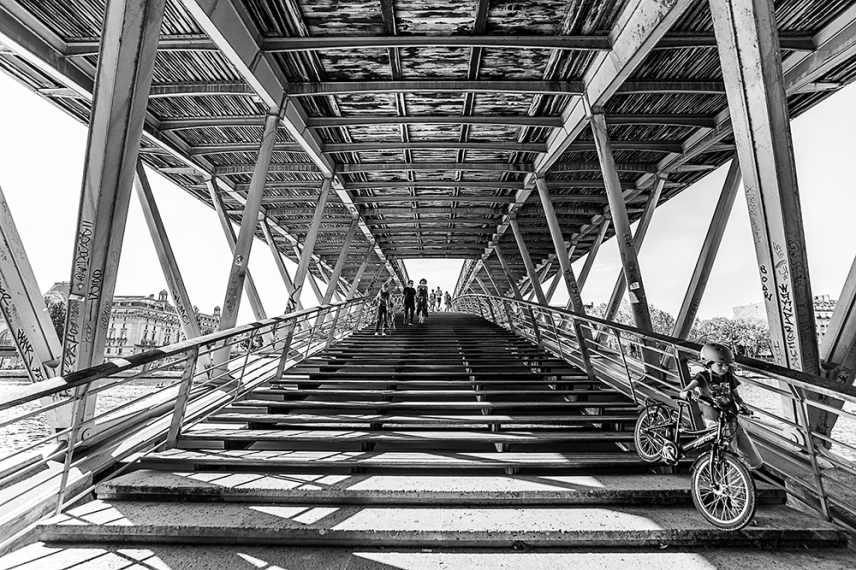 Пешеходен мост Леополд-Седар-Сенгор, Париж.