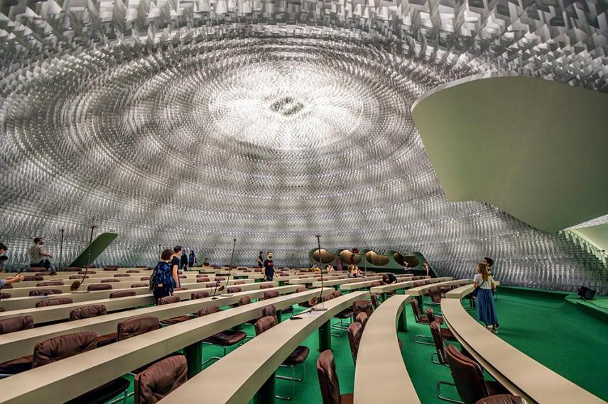 Куполът на залата на Националния съвет в бившата централа на Френската комунистическа партия от бразилския архитект Оскар Нимайер.