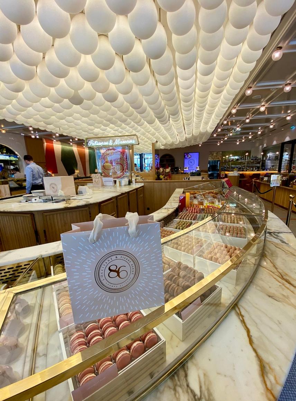 Концептуалния магазин 86 Champs на L'Occitane & Pierre Herme.