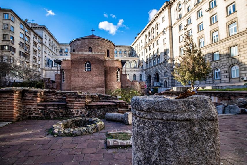 Трикорабна зала на голяма обществена сграда от древна Сердика.